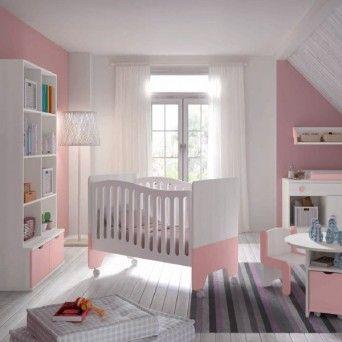 dormitorio infantil con cuna y armario